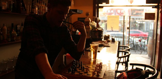 Bartender plays chess